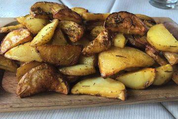 tagliere di patate antica trattoria del borgo
